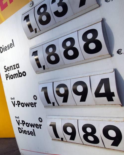 Caro benzina, blitz della Finanza Dieci compagnie sotto indagine