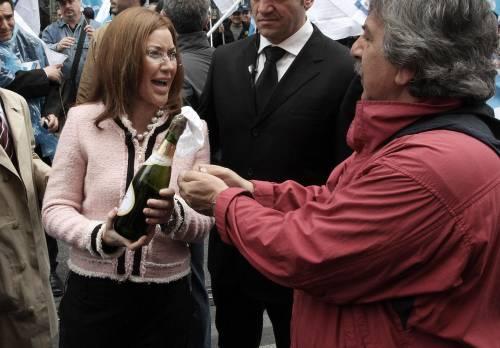 Esodati, sfila la Marcegaglia Ma è solo Sabina Guzzanti che cerca spettatori in piazza