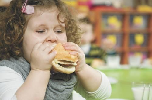 """Un bimbo su tre è sovrappeso E i dietisti: """"Scarsi i controlli"""""""