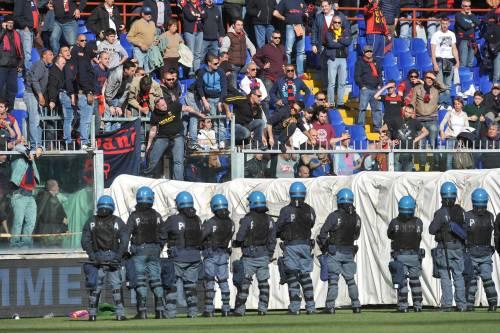 Genova, follia allo stadio: indagati dodici capi ultrà