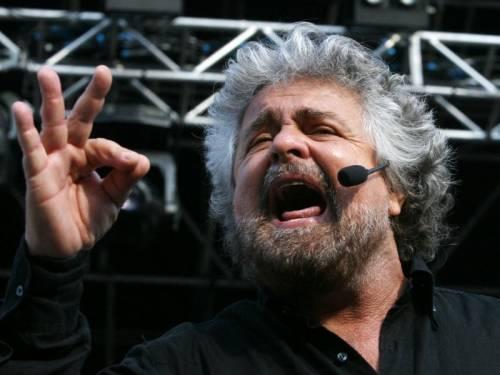 """Ora Grillo impone ai suoi di spegnere la televisione: """"Non andate nei talk show"""""""
