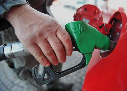 È boom dell'inflazione: troppe tasse indirette Benzina record: +21%