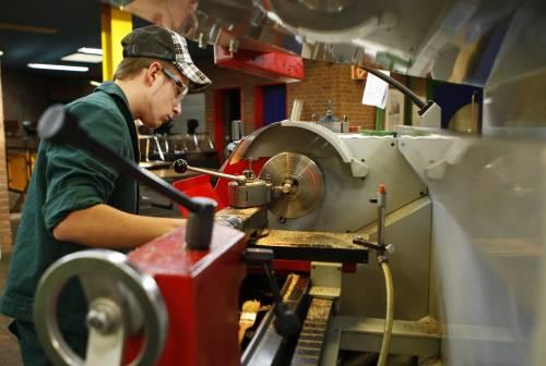 Industria ancora giù: ad aprile nuovo crollo di ordinativi e fatturato