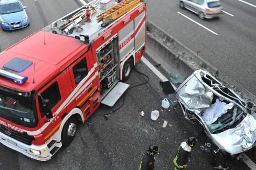 Parma, tre vittime sulla A1:<br />auto precipita dal cavalcavia<br />Forse un colpo di sonno