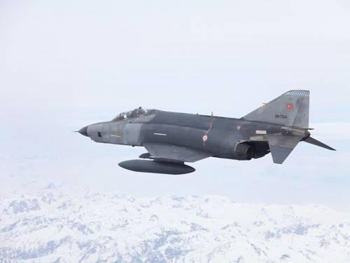 Tra la Siria e la Turchia la tensione è alle stelle: in campo la Nato e l'Ue