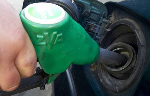 Benzina, ancora rincari dopo weekend di sconti