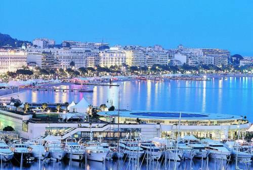 Sulla Costa Azzurra per una «vie en rose» Dove il Mediterraneo diventa di classe