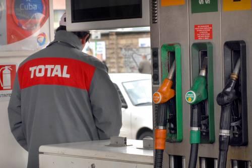 Carburanti, da domani scatta aumento accise