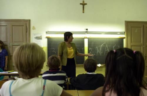 I genitori non pagano la retta: agli studenti pane e acqua