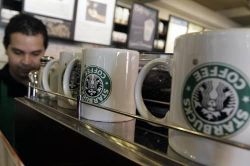 """Starbucks scrive ai clienti: """"Per piacere, lasciate le armi a casa"""""""