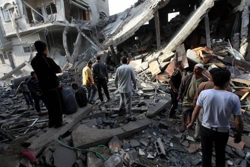 Gaza, ancora raid nella notte