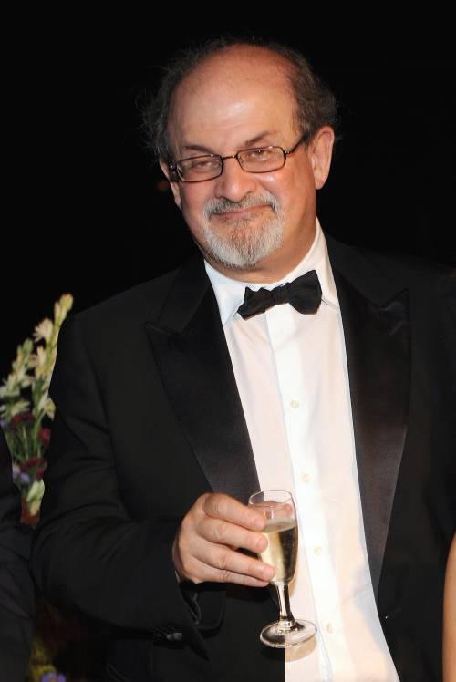 """Rushdie: """"Ecco cosa vuol dire subire una fatwa"""""""