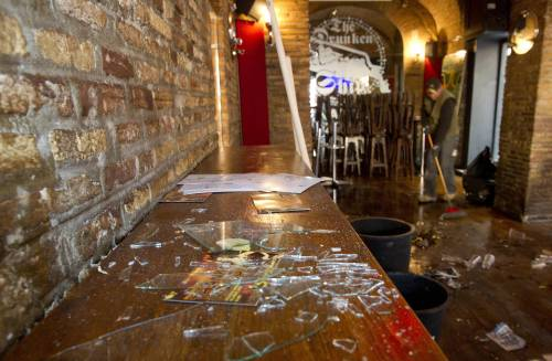 """L'interno del pub """"Drunken ship"""" in Campo de' Fiori a Roma distrutto durante il raid"""
