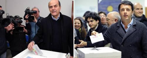 Pier Luigi Bersani e Matteo Renzi durante il voto alle primarie del centrosinistra
