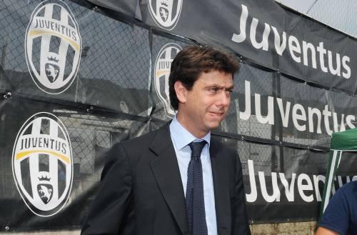 Striscione irride Superga durante Juve-Torino Condanna di Agnelli