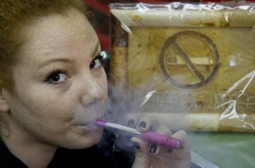 """Debiti Pa, tra le ipotesi di """"copertura"""" spunta tassa sulla sigaretta elettronica"""