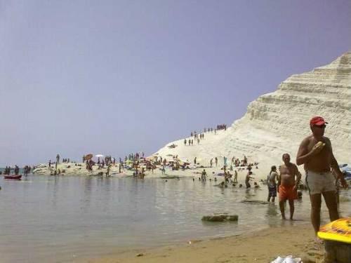 La Sicilia dei gioielli a perdere: Scala dei Turchi isolata da una frana