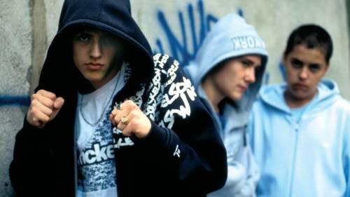 Suicida a 14 anni per bullismo sul web: indagati 8 minori