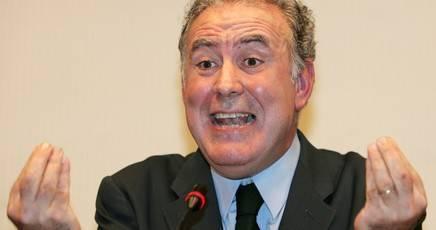 Santoro sfrutta le minorenni per infangare Berlusconi