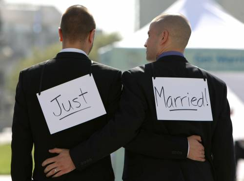 Nozze gay, la Chiesa teme i giudici: pronto il tacito via libera alla legge