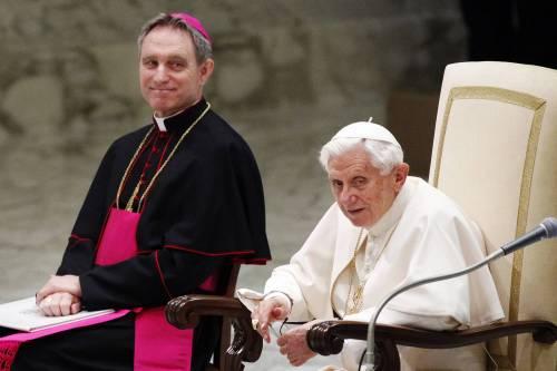 Viganò accusa: così padre Georg ha isolato Benedetto XVI