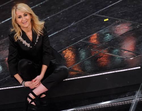 Luciana Littizzetto sul palco del teatro Ariston