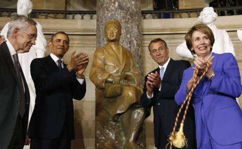 Una statua per Rosa Parks, la donna che non si alzò sul bus