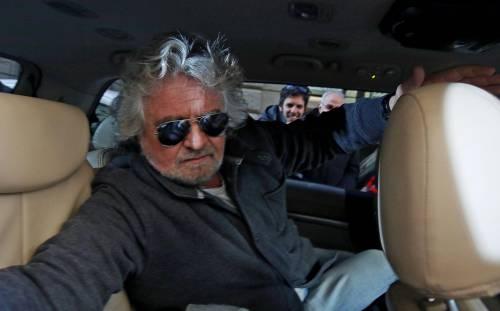 Beppe Grillo lascia la riunione dei neo eletti del M5S