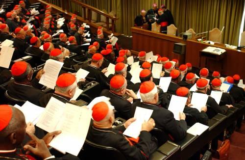 Vaticano, sconti ai cardinali per l'acquisto di sigarette