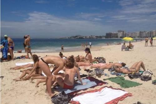 Scandalo al sole di Rio: atlete danesi in topless