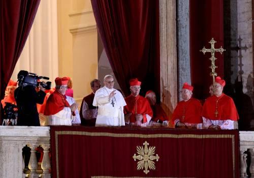 Papa Francesco I si affaccia alla loggia