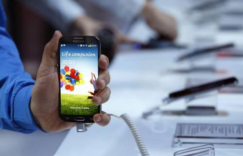 Samsung svela il Galaxy S4: ecco lo smartphone che si comanda con lo sguardo