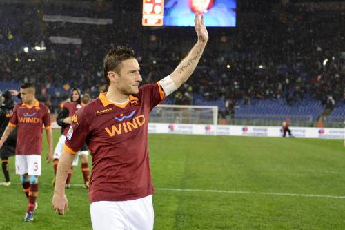 "Totti spaventa i romanisti: ""Ho offerte da club stranieri"""