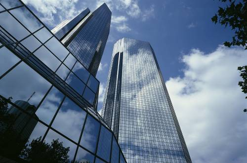 Deutsche Bank nella tempesta: Bundesbank avvia un'indagine sui derivati