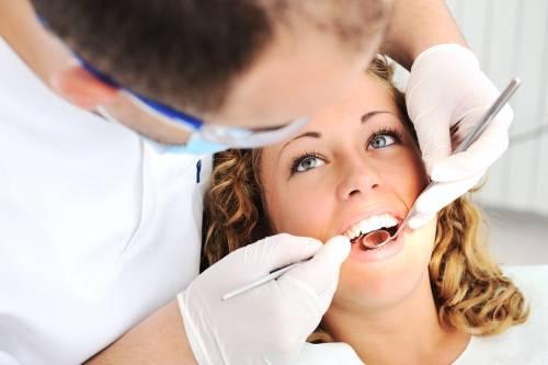 Crisi, l'allarme dei dentisti: «Troppi costi e meno pazienti»