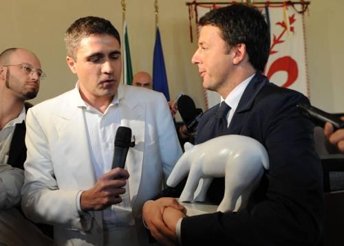 Striscia la notizia consegna un tapiro bianco a Renzi