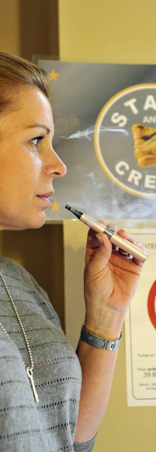 Amici, sigarette, democrazia: che bluff la vita elettronica