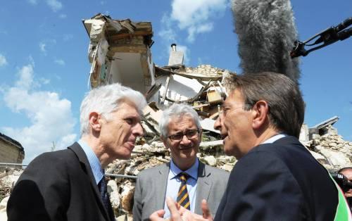 """Sisma, sindaco dell'Aquila: """"Lo Stato ci ignora. Riconsegno la fascia"""""""