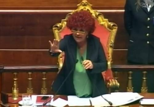 Il Senato commemora Andreotti e i grillini fanno una gazzarra