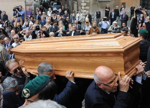 Quello strano funerale senza il Vaticano in chiesa