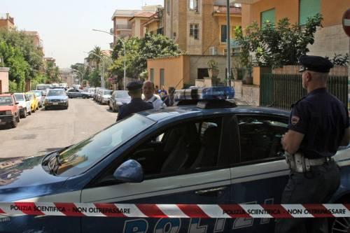 Napoli, tentata rapina: gioielliere reagisce e ammazza bandito