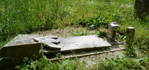 «Inumazioni a peso d'oro nei cimiteri sgangherati»