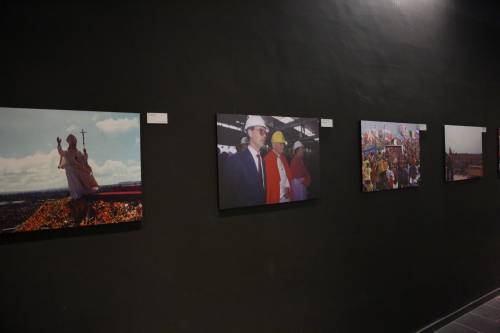 A MagicLand le foto e la voce di Giovanni Paolo II tra un giro e l'altro di giostra