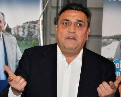 """""""Niente libertà per quel politico Ha rapporti con i leader Pdl"""""""