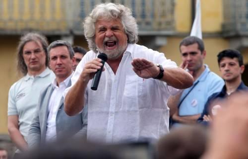 """Il Pdl stana Grillo e Casaleggio: """"Ora pubblicate i vostri redditi"""""""