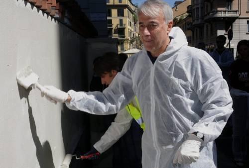 Cleaning Day, anche il sindaco a ripulire i muri imbrattati dai graffiti