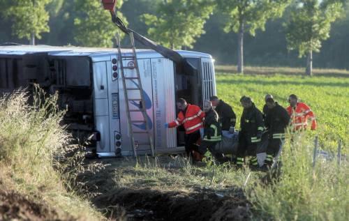 Tragedia sulla A21, si ribalta pullman di tifosi del Brescia