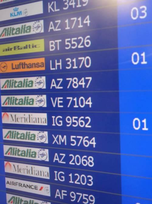 Aeroporti bloccati dallo sciopero Sea, cancellati 160 voli