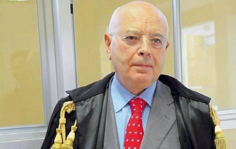 Abusi e viaggi gratis: il procuratore di Parma è indagato da un anno