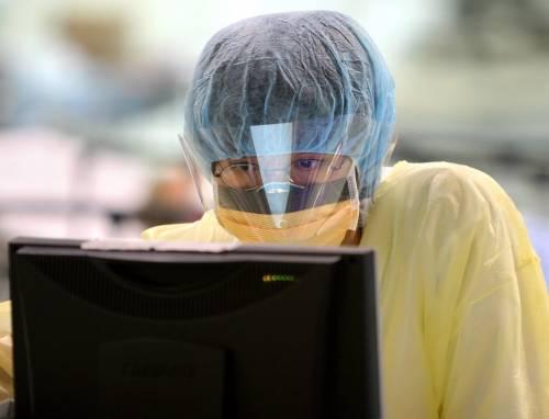 Medico fa le analisi sulla Nuova Sara